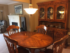 Dining Room Table & Chairs with Hutch
