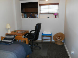 $888 Bright, clean suite - for quiet professionals/students