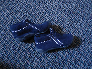Boys Size 9 Toddle Navy Zip Up Soled Slippers Kingston Kingston Area image 1