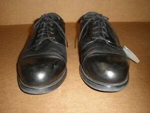 HUNTER'S BAY Black Laced Shoes  Size 13 London Ontario image 2