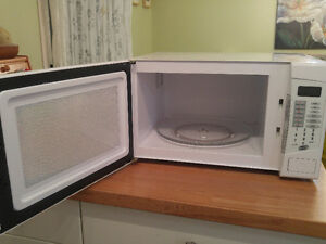 Microwave Oven Kingston Kingston Area image 2
