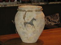 Vase beige a motif  de cheval