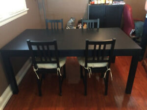 Extendable dining table in perfect condition