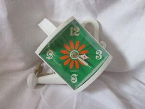 Vintage horloge forme arrosoir