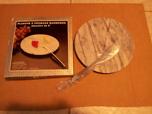 Brand new in box marble cheese platter with knife London Ontario image 2