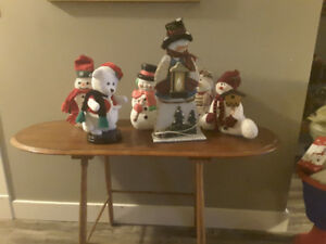 SOFA TABLE AND SNOWMEN