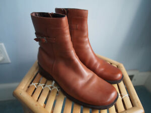 Women's Clarks Leather Boots Size 6 Light Brown Very Good Used