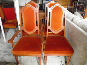 6 solid wood dining chairs in exc cond