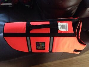 Dog life jacket med NWT Kitchener / Waterloo Kitchener Area image 1