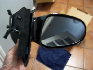 Saturn 96-02 Driver Side Replacement OE Style Power Mirror