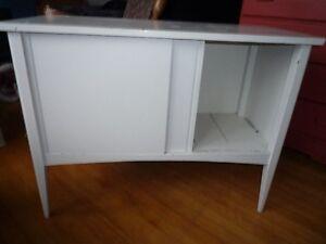 Nice dresser/cabinet  Beau commode/cabinet