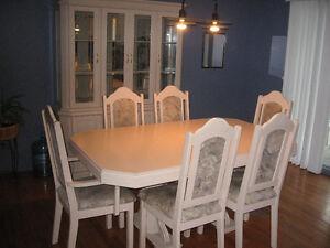 Ensemble salle à manger - table, bahut et vaisselier