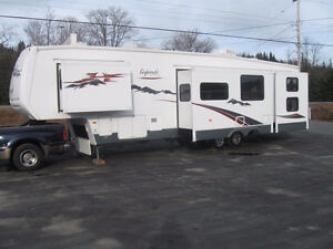39' Fifth Wheel.Front Queen.Rear Bunks.4 Slides.FAMILY UNIT