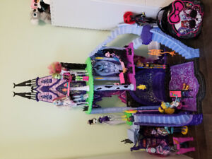 Maison catacombes Monster High + 9 poupées