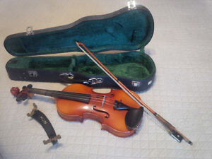 1/4 size Suzuki Violin with Bow and Case