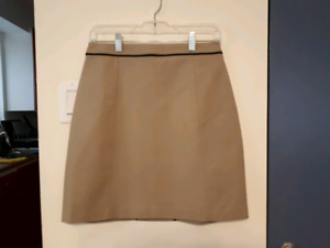 Tahari skirt, size s, like new