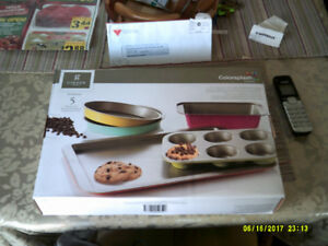Gibson 5 piece Baking Ware Set New Never Used.