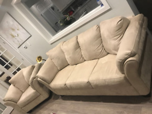 Living Room Set: Couch, Love Seat, Coffee Table *GREAT SHAPE*