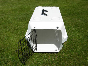 2 Pet Carriers Sm $20 & Med $60 in Good Condition