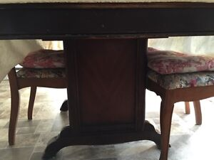 Vintage Dining room table and chairs West Island Greater Montréal image 4