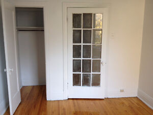 4 1/2 IN THE HEART OF DOWNTOWN-Lease Transfer Aug 31st