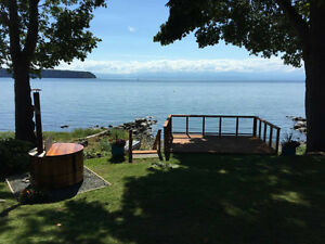 Oceanfront fully furnished 3-bedroom in Powell River