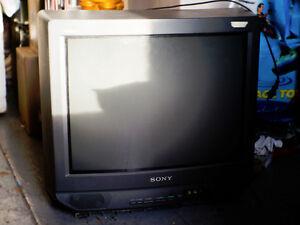 """20"""" Sony Trinitron CRT television"""