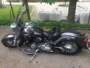 Mint Condition Yamaha V-Star 650 Classic with LOW kms!!