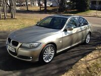 BMW 328i Xdrive Sunroof, heated wheel, leather