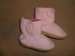 Old Navy Pink Slippers Size 8 / 2T