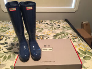 New Ladies size 8Hunter Boots adjustable back