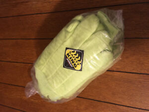 One bag of safety/green king work gloves