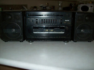 SANYO  - STEREO - TAPEDECK  WITH RADIO  --  GHETTOBLASTER