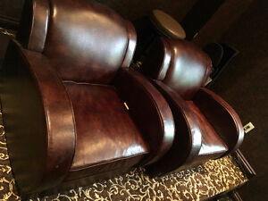 **FOR SALE LIKE NEW DEEP BROWN LEATHER CLUB CHAIR**