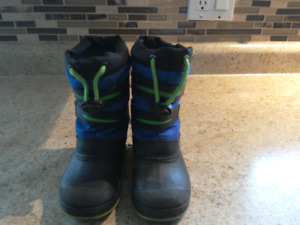 Size 8 toddler snow boots