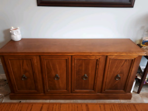 Dinner table with sideboard