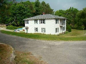 Duplex avec grand terrain idéal pour propriétaire occupant