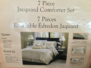 Brand NEW 7 pc Jacquard Comforter set for sale