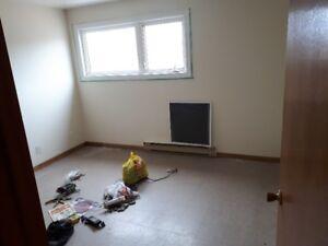 2 Lrg Bedroom Apt $695 / 2 gande chambre à loué 695$