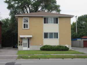 $700.00 1 Bedroom Apartment Westend Immaculate Duplex