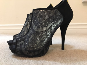 Women's black lace heels - like new