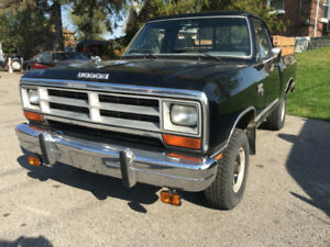 1989 Dodge Power Ram Black 4X4 Pickup Truck 4 Speed Manual !!!