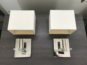 2 wall sconce lights