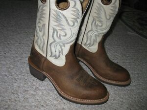 Cowboy Boots -  Ariat Mens Heritage Roughstock  - size 8.5