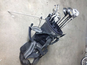 Men's Right Hand Golf Clubs & Carry Bag W/Auto-Stand