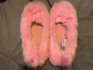 WOMENS PINK SLIPPERS