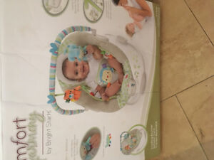Baby swing with 7 songs vibrates and swings
