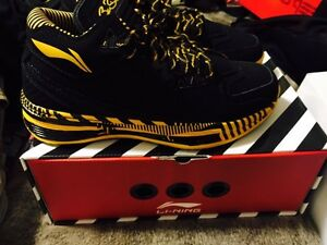 "Li Ning way of wade 2 ""caution"" size 10 Kitchener / Waterloo Kitchener Area image 2"