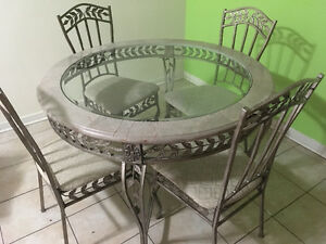 Table 4 chaise