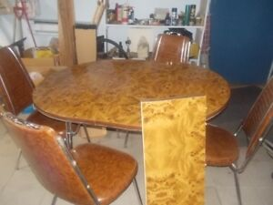 kitchen extendable set with related chairs